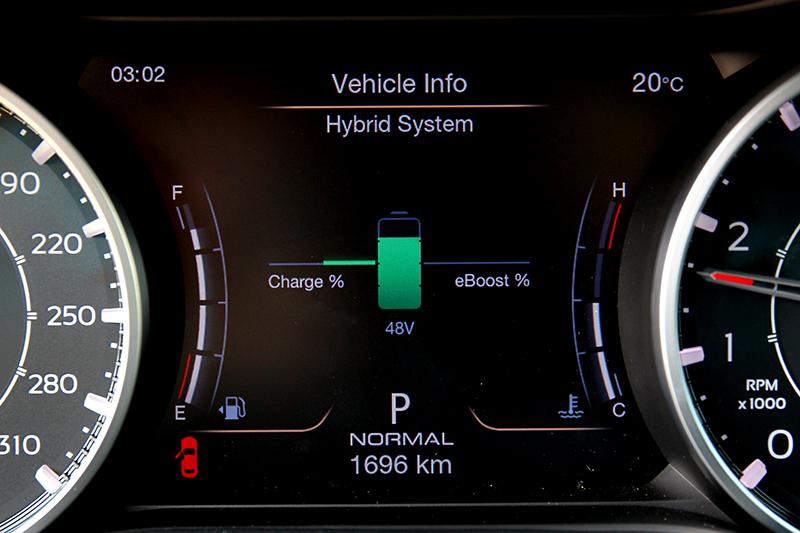 電能的充放電及eBooster輔助比例是設計在駕駛儀表選單內