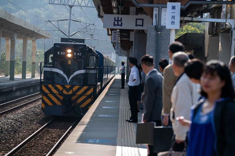 【車勢星聞】《黃金歲月》復刻70年代重現藍皮火車。(圖:民視提供)