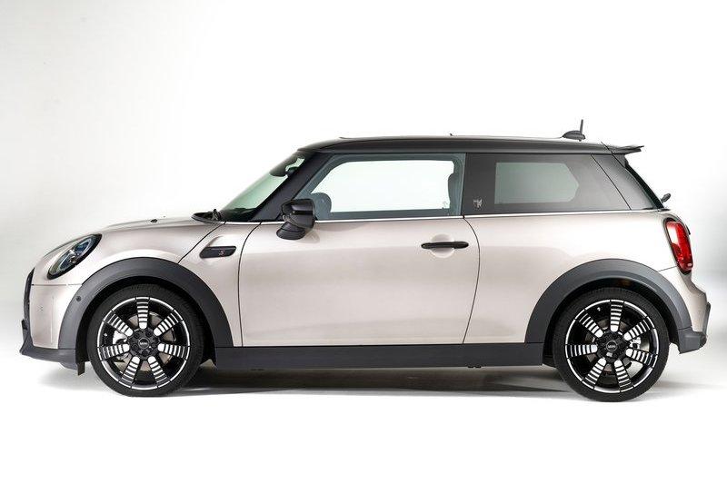 近日有消息指出Mini將於2025年推出新世代Mini Hatch,並且也是最後搭載內燃機的車型。