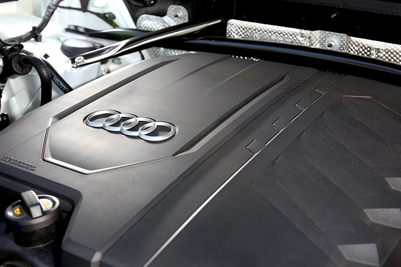 同為2.0升渦輪引擎但卻有增加12V輕油電系統,最大馬力也提升至265hp,扭力維持37.7kgm。