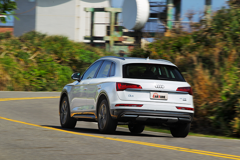 Q5配置quattro ultra四輪驅動系統,能依路況駕駛方式主動分配驅動方式給予穩定操駕。
