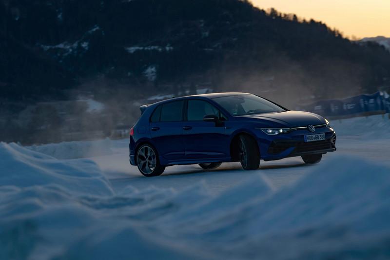 最重要具有Drift模式,車主只要關掉ESC與控制方向盤與油門就能體驗飄移。