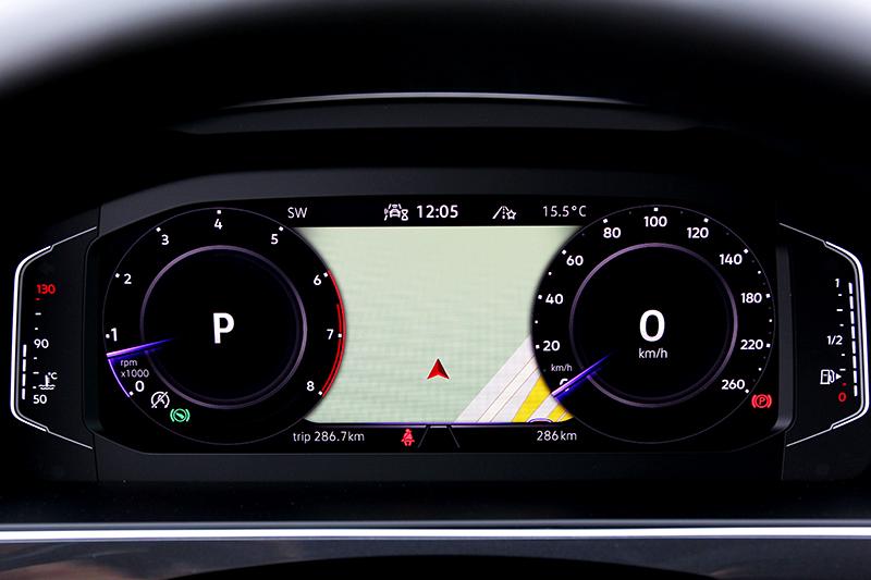 配置的10.25吋數位儀表提供三種顯示介面。