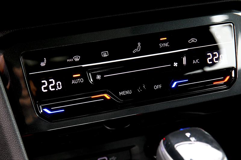 空調介面改為觸控設計。