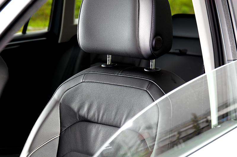 座椅採用Vienna真皮包覆與加熱功能。