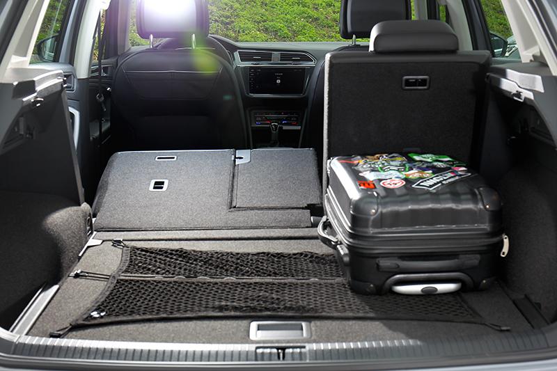 後座倒放後行李廂能從615公升擴增到1655公升。
