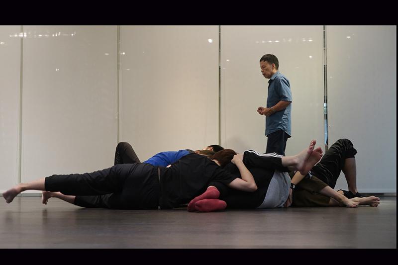 【車勢星聞】導演王小棣於《植劇場2》啟動開拍前再次找回植劇場演員一起上課受訓。(圖:拙八郎提供)
