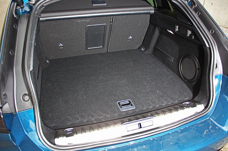 行李廂容積為正常狀態下的530升,椅背全數放倒後可達1780升之譜。