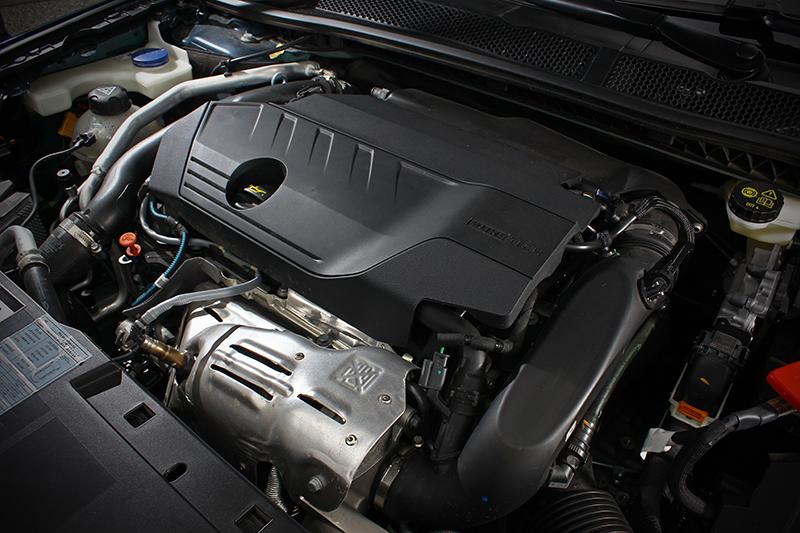 蟬聯8屆「國際引擎大賞International Engine of the Year」最佳引擎之1.6升缸內直噴渦輪增壓汽油動力系統,擁有225bhp/5500rpm最大馬力與300Nm/1950rpm最大扭力。