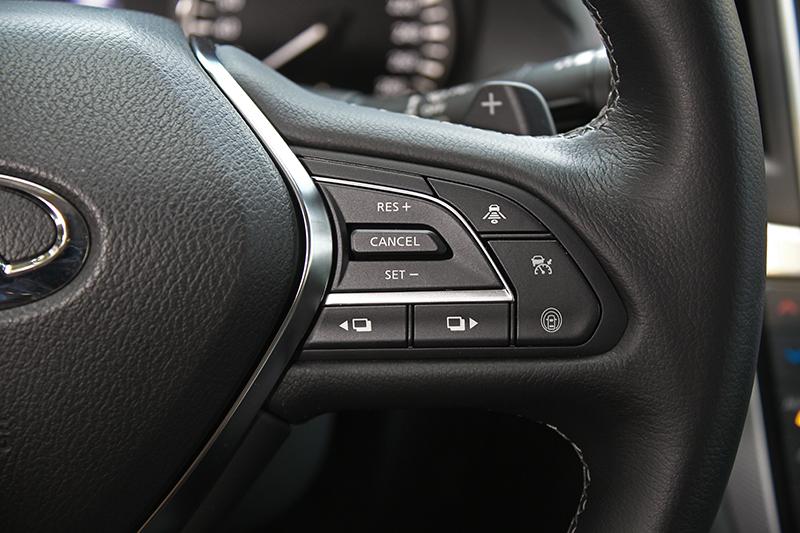 有時傳統真的不見得是壞事,像ICC全速域智慧巡航便能在方向盤上輕鬆設定,比起許多讓人半天摸不著頭緒的新車來得直覺多了。