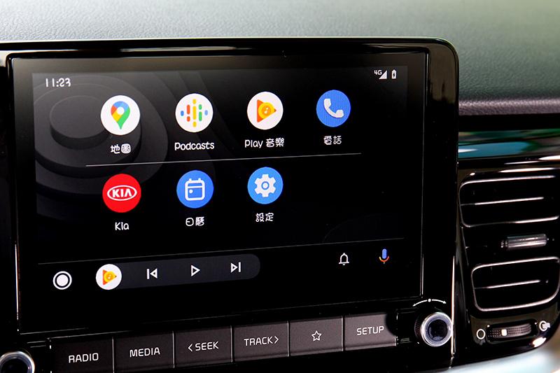 中控螢幕從7吋升級為8吋,還多了同級唯一的無線Apple Carplay及Android Auto功能