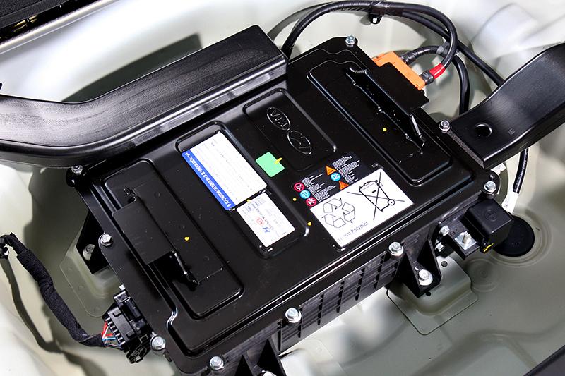 48V輕油電系統的電瓶設計在尾廂底部
