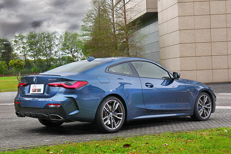 搭配M Sport空力套件與Coupe身形,卻又顯得相當自然且適合。