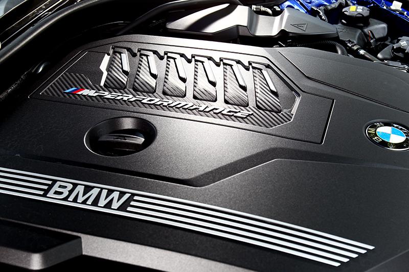 3.0升直六引擎不僅有著374hp/51kgm性能,同時也有48V輕油電帶來出色油耗。