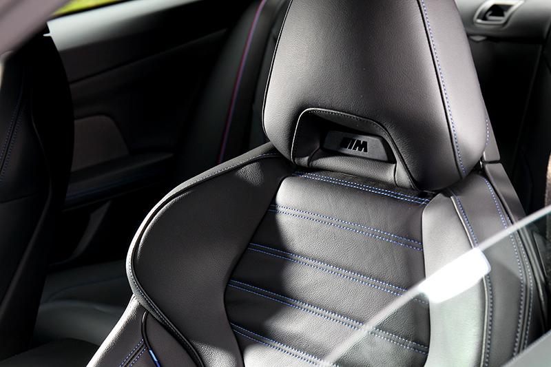 Vernasca真皮跑車座椅提供舒適且有包覆乘坐感。