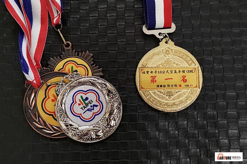 【車勢星聞】筆者參加國內正式射擊比賽,曾奪下全國中正盃暨中星射擊邀請賽社會女子組B級冠軍。