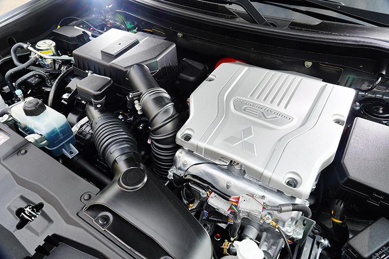 全新動力系統已將汽油引擎部分換裝成2.4升MIVEC引擎。