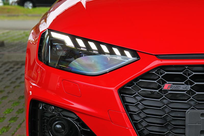Audi招牌矩陣式頭燈RS 4 Avant當然不會缺少。