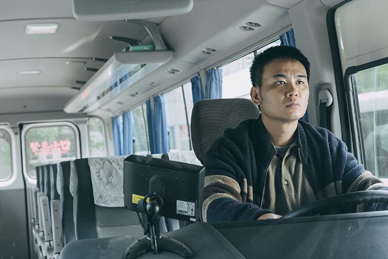 【車勢星聞】楊大正在邪教犯罪影集《我願意》挑戰開大客車。(圖:絡思本娛樂製作公司提供)