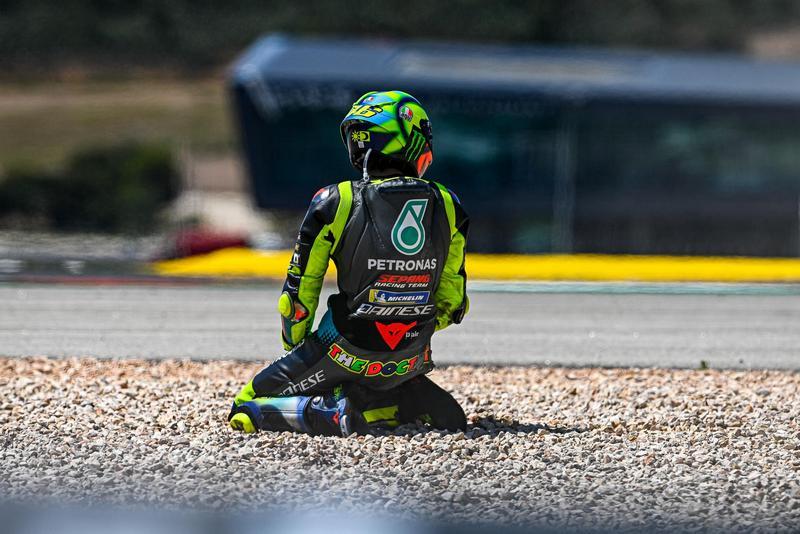 表現已不理想的Rossi本站不幸轉倒。