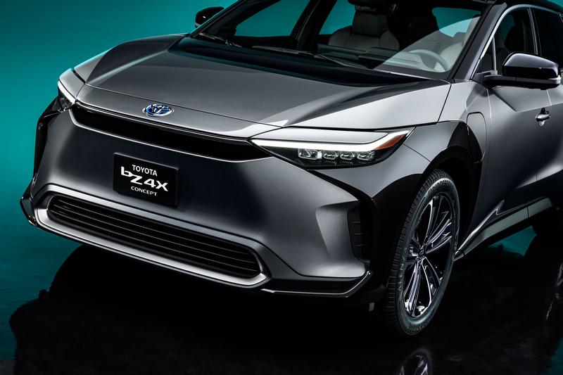 Toyota帶來讓人等待已久名為bZ4X電動休旅概念車。