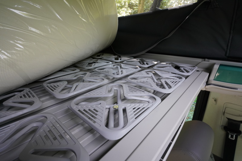 床墊從原本的松木床板升級為彈簧結構,睡起來的舒適度更是大大提升