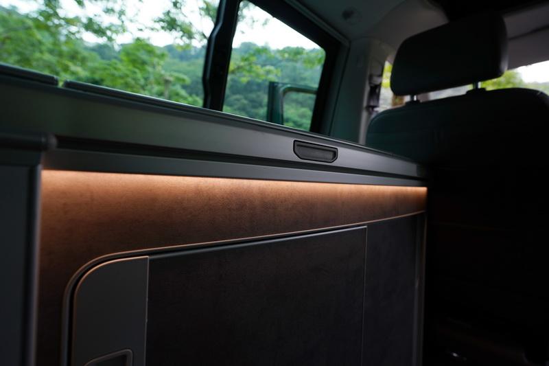 車艙多處採間接照明設計,夜晚點亮時極富情趣
