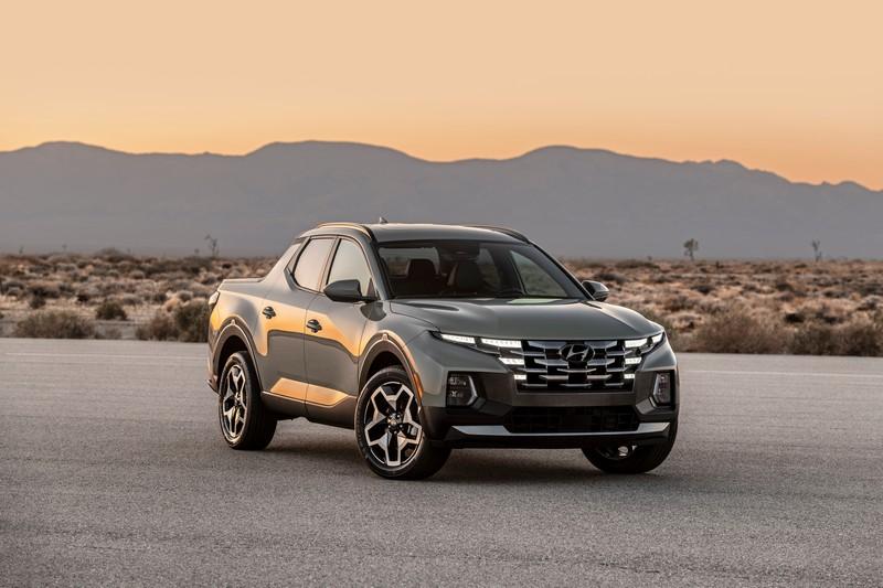 Santa Cruz是基於Tucson衍生而來車型,因此外觀造型也保有相近的休旅設計。
