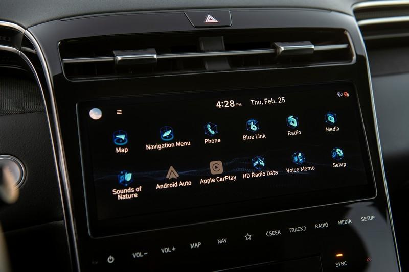 10.25吋中控螢幕提供無線AppleCarPlay/AndroidAuto等多項功能。