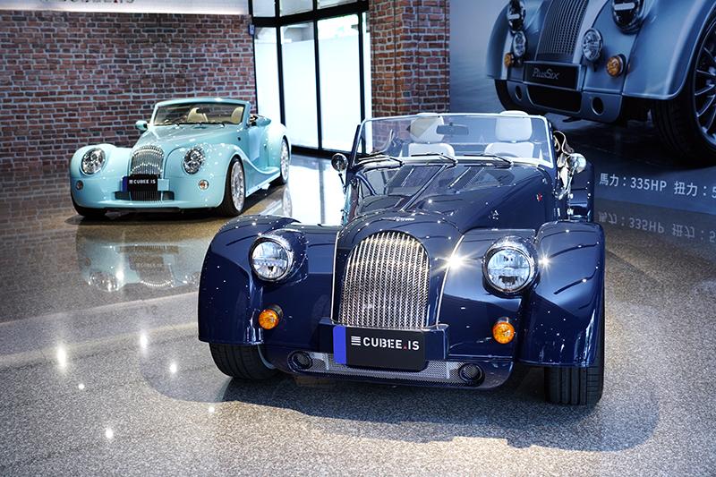 Morgan Plus Six發表當天,三一國際另展出Morgan  Aero 8,象徵世代傳承。