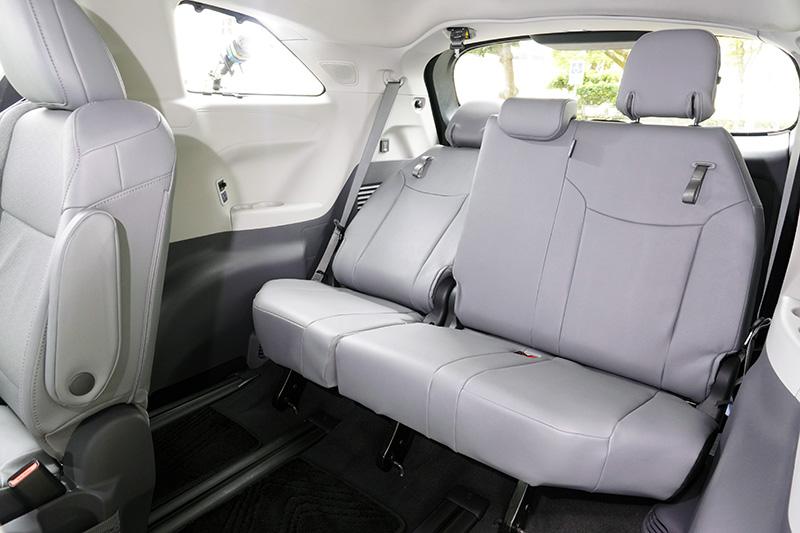 第三排座位具椅背傾斜功能,足夠三名成人乘坐。