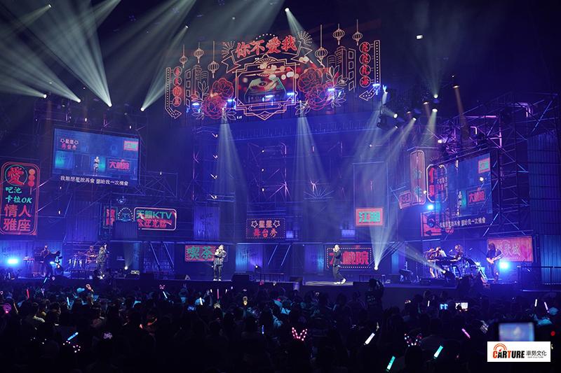 【車勢星聞】《玖壹壹 LOCAL 不確定會不會巡迴演唱會》以最Local在地的電子花車造型舞台開場。
