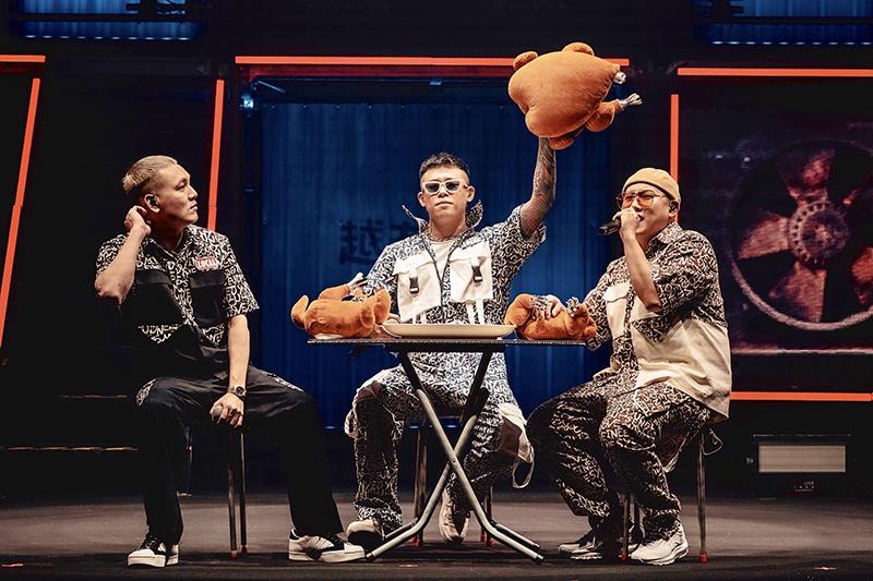 【車勢星聞】《玖壹壹》台北流行音樂中心開唱,以「汽車」為主題貫穿全場。(圖:混血兒娛樂、KKLIVE提供)