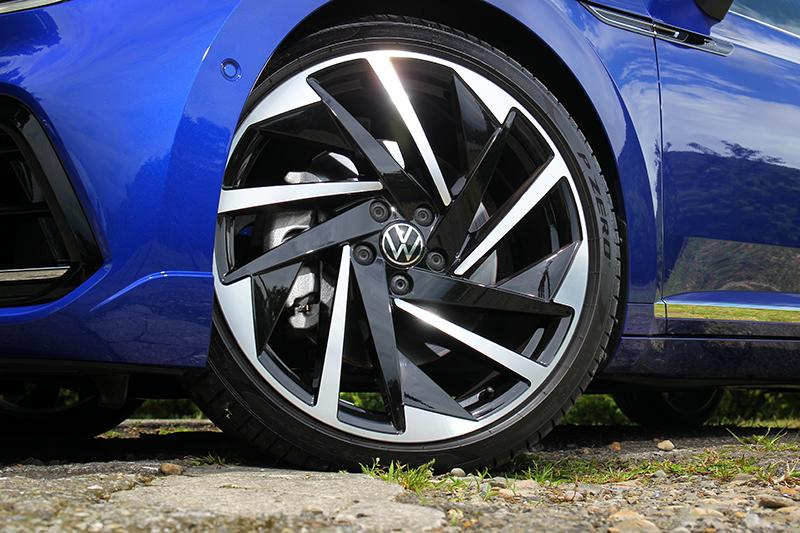 Arteon Shooting Brake 380 TSI R-Line Performance配置20吋輪圈。