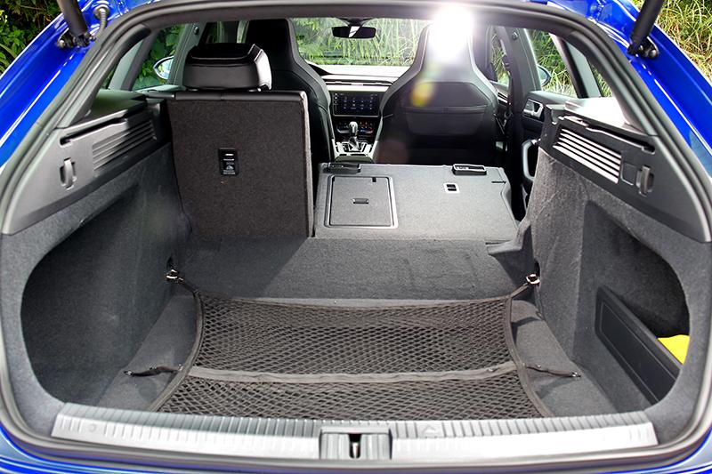 行李廂有著寬闊的565~1,632公升更置物空間。