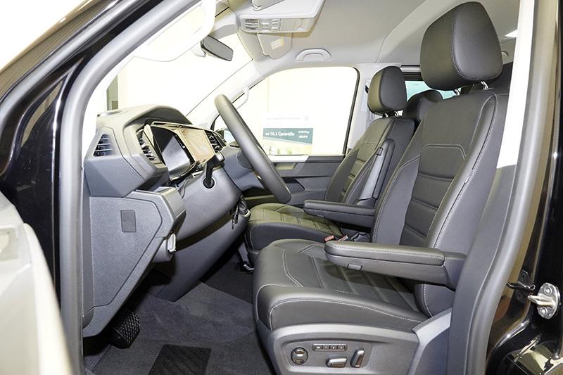 內裝配置真皮座椅設計,以高質感用料營造豪華舒適座艙。