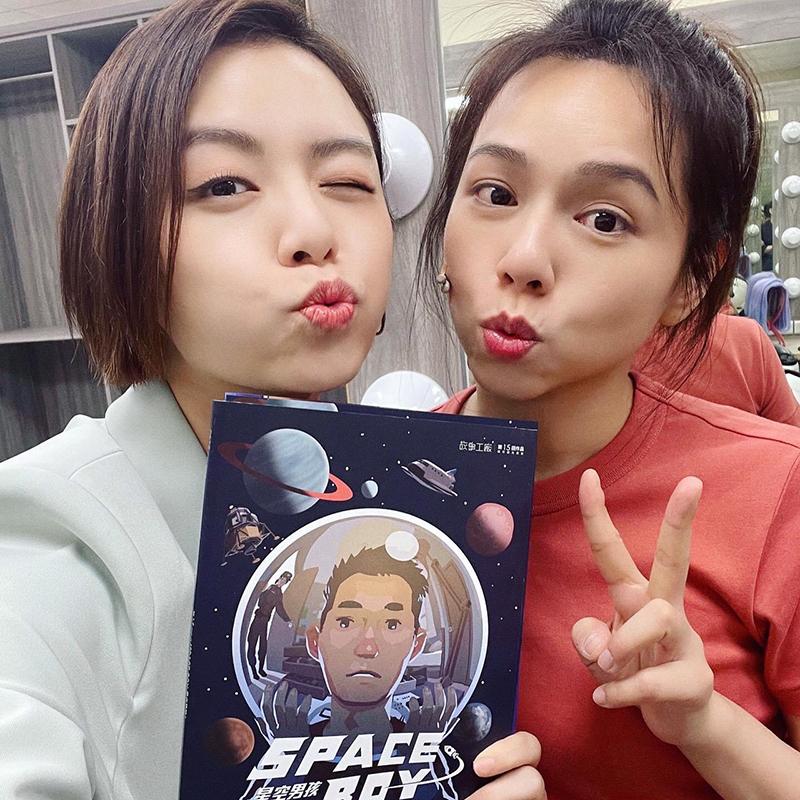 【車勢星聞】宋芸樺(左)力挺姊妹淘夏于喬主演的舞台劇。(圖:故事工廠提供)