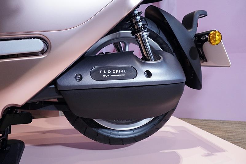 深受 Gogoro VIVA MIX 車主喜愛的 FLO DRIVETM 皮帶傳動系統,也首次搭載到 Gogoro 2 Premium, Gogoro 2 Delight 和 Gogoro 3 Premium 等車款。
