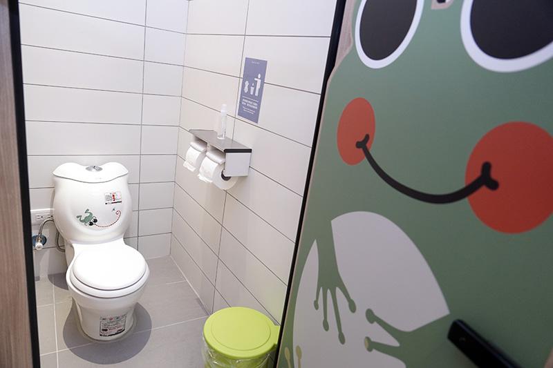 二樓備有親子廁所。