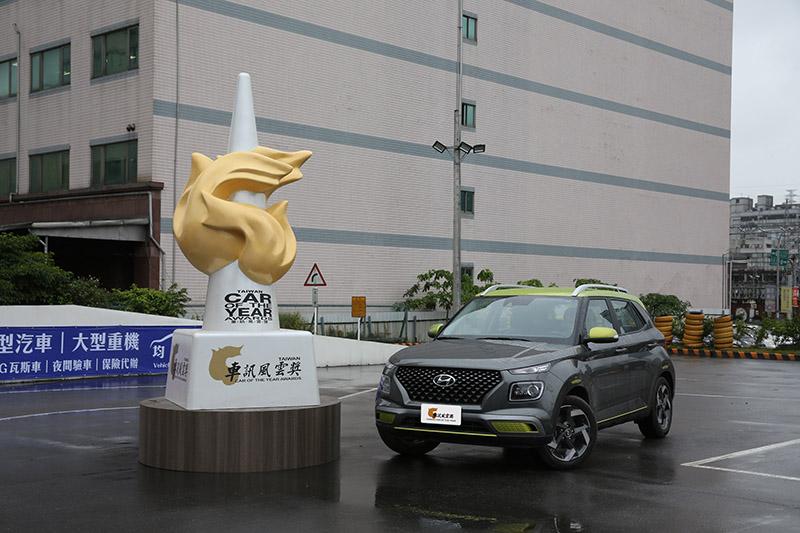 Hyundai Venue以極少票數勝出拿下【2021最佳國產小型SUV】。