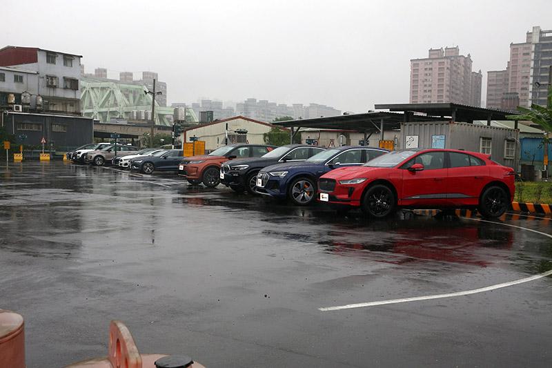 24 現場集結55台車輛供評審們一一試駕。