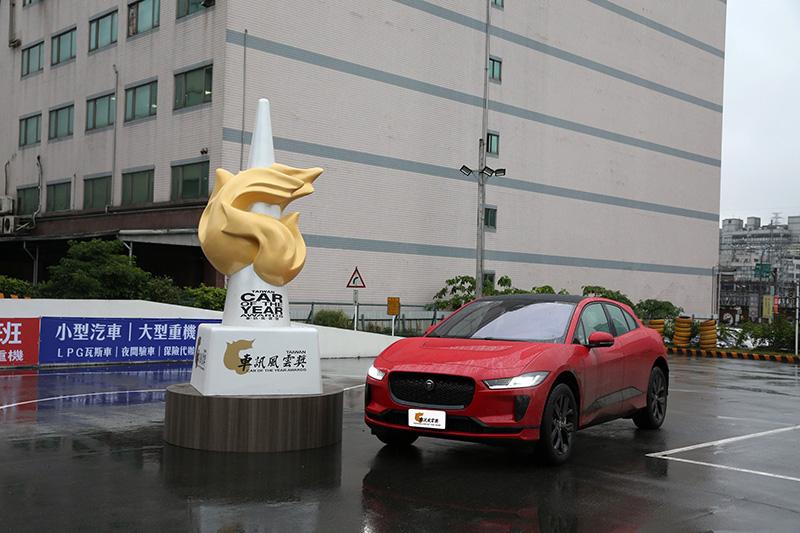 2021最佳進口豪華中型SUV:Jaguar I-Pace。