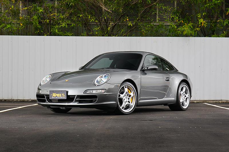 這是筆者自己的 Porsche 911,已貼上 XPEL LUX PLUS 車漆保護膜約略兩年時間。
