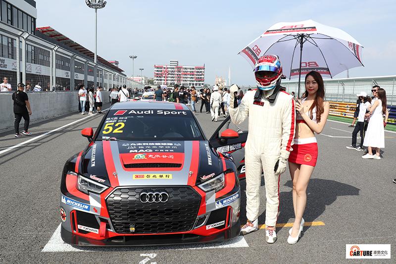 【車勢星聞】姚元浩與之名車手戴曉祥共同代表BC Racing車隊,駕駛52號Audi RS3 LMS TCR廠車參加麗寶超級房車賽自竿位起跑,最終獲得第二名。〈圖為動態起跑前排序〉