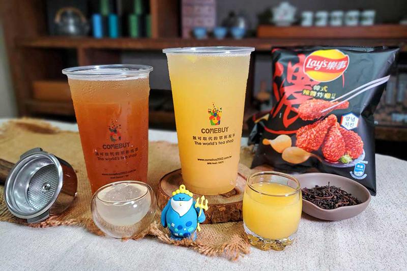 《Combuy》喝蘋果、鳳梨冰茶,樂事韓式辣醬炸雞口味洋芋片免費送。(圖:品牌提供)