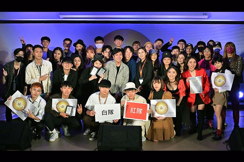 【車勢星聞】《2021GMA金曲國際音樂節》前進校園-老師與全體學員大合照。(圖:台視提供)