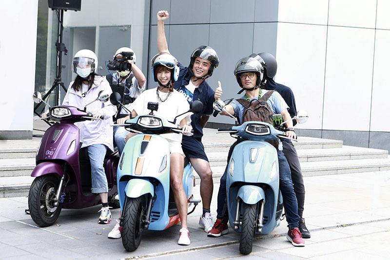 【車勢星聞】《Go Go Taiwan》段慧琳挑戰騎PGO載李昂霖「艾瑞克」環台48小時。(圖:民視提供)