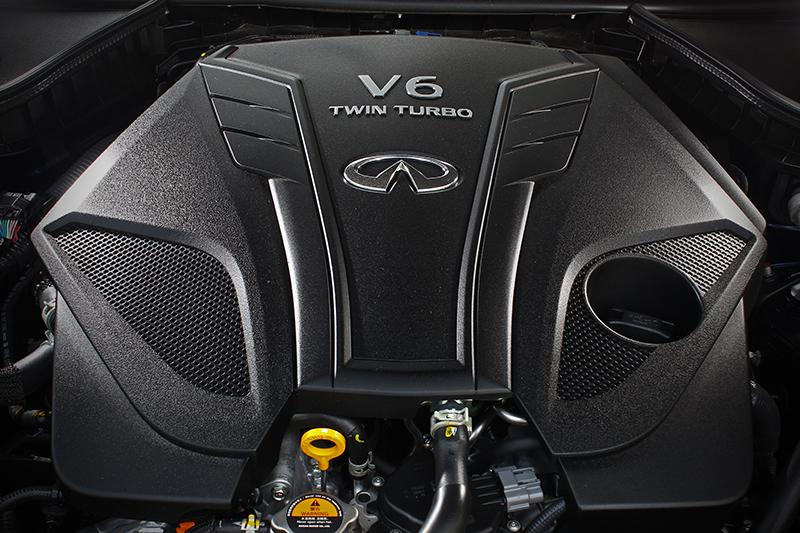 經歷GTR級別的缸內直噴與鏡面缸壁塗層技術後,這具3.0升V6雙渦輪增壓引擎可釋放出300hp最大馬力與40.8kg-m峰值扭力。