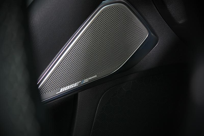 Bose Performance音響系統不只好聽,同時也附帶ASC引擎聲浪控制功能。