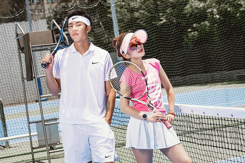 【車勢星聞】劉丞(左)擁有191公分亮眼外型,他3歲開始學網球、20歲就考到國際證照當教練。(圖:艾迪昇傳播提供)